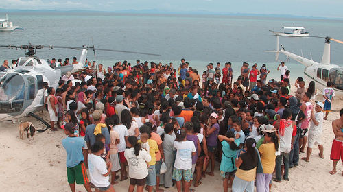 Haiyan %20iren%2c%20vince%2c%20rami%2c%20and%20capt.%20joy%20distributing%20relief%20goods%20by%20the%20beach%20and%20helis